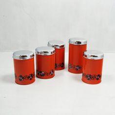 http://www.vinto.nl/winkel/alle-producten/vijf-vintage-retro-brabantia-voorraadbussen-blikken/
