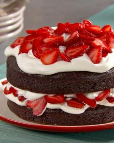 DESSERT - Chocolate Cake with Whipped Cream and Berries. For cake use diet coke + chocolate cake mix. Then add cool whip and strawberries. And you have a healthy dessert! Just Desserts, Delicious Desserts, Yummy Food, Healthy Desserts, Yummy Yummy, Delish, Bolos Naked Cake, Yummy Treats, Sweet Treats