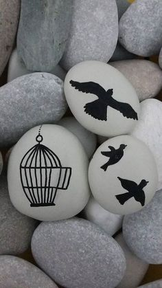 Painted Rock Ideas - Do you need rock painting ideas for spreading rocks around your neighborhood or the Kindness Rocks Project? Here's some inspiration with my best tips! Pebble Painting, Pebble Art, Stone Painting, Rock Painting Ideas Easy, Rock Painting Designs, Stone Crafts, Rock Crafts, Pebble Stone, Stone Art