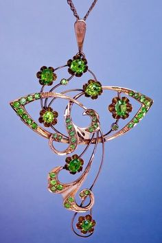 Art Nouveau Russian Demantoid Garnet Pendant, Made In Moscow Between 1909 and 1917 Bijoux Art Nouveau, Art Nouveau Jewelry, Jewelry Art, Antique Jewelry, Vintage Jewelry, Jewelry Design, Jewellery, Antique Art, Glass Jewelry