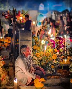 Dia De Los Muertos—A day to pay respect to those who have passed with unity, love, and appreciation💀💐 photo credi States Of Mexico, Mexico Day Of The Dead, Lightroom, Mexico Culture, Will And Grace, Foto Art, Arte Popular, Mexican Art, Samhain
