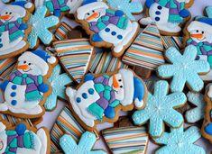 А у меня тут упаковка, она занимает чуть ли не больше времени,чем разрисовка самих пряников)) Ну что делать, должно быть все красиво)))❄⛄❄⛄С добрым утром!!! Christmas Biscuits, Christmas Sugar Cookies, Holiday Cookies, Sweet Cookies, Iced Cookies, Cupcake Cookies, Christmas Goodies, Christmas Baking, Chocolates