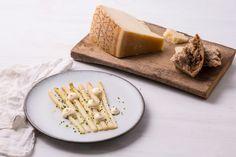 White asparagus with Grana Padano aioli