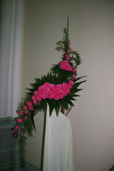 Altar Flowers, Church Flower Arrangements, Church Flowers, Funeral Flowers, Gladiolus Arrangements, Tropical Floral Arrangements, Leaf Design, Floral Design, Japanese Flowers