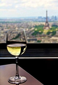How much do you know about Sauvignon Blanc? Alcoholic Drinks, Cocktails, French Lifestyle, Wine Photography, Sauvignon Blanc, Wine Time, White Wine, Wine Recipes, Chill