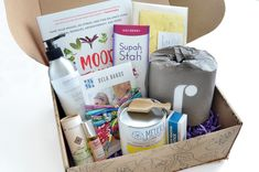 Earthlove is an eco-friendly lifestyle subscription box full of clean & safe food, beauty, wellness & home products that aims to make living sustainably easier. Stationary Set, Smarty Pants, Natural Deodorant, Subscription Boxes, Safe Food, Biodegradable Products, Eco Friendly, Essential Oils, Perfume