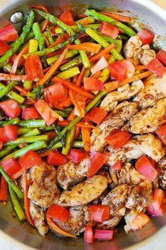 Balsamic Chicken with Asparagus and Tomatoes ~ A healthy, low fat, low cholesterol, low calorie meal that's packed with fiber (vegetables) and protein (chicken). Its so delicious, you'll wish all your healthy food tasted like it!