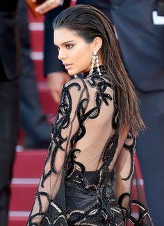 La coiffure effet mouillé de Kendall Jenner