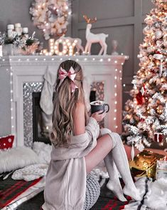 New Year as an opportunity to start a new life - Weihnachtszeit - Yorgo Christmas Mood, Noel Christmas, Christmas Photos, Xmas, Tumblr Christmas Pictures, Couple Christmas Pictures, Christmas Tumblr, Christmas Chair, Cute Christmas Outfits