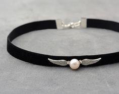 Harry Potter gargantilla de terciopelo negro con natural perla - negro gargantilla - collar Snitch - victoriano - Chocker gargantilla