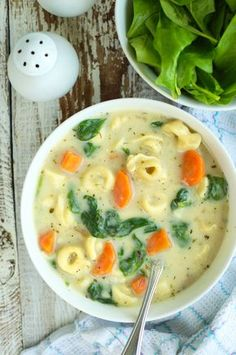 Kremowa zupa z tortellini i szpinakiem Creamy soup with tortellini and spinach Soup Recipes, Vegetarian Recipes, Cooking Recipes, Healthy Recipes, Light Soups, Best Food Ever, My Favorite Food, Food Inspiration, Breakfast Recipes