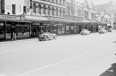 Swanston St #Melbourne, looking Nth from Lt Bourke St, 1950s. Lounge is still Vealls Electrical. Amazingly, everything visible is still with us today, some heavily altered. Mark Strzic, SLV. Still Standing, Historical Photos, Melbourne, 1950s, Street View, Victoria, Australia, West Side, Architecture