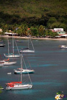 Mouillage Grande Anse, les Anses d'Arlet, Martinique sur la côte Caraïbe - Antilles © AliZéMédia