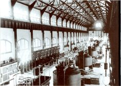 Interior of Edward Dean Adams power station at Niagara, with ten Tesla/Westinghouse AC generator. Nikola Tesla, Niagara Falls History, Niagara Falls Pictures, Tesla Power, George Westinghouse, Occult Science, Hydroelectric Power, Design Theory, Patent Drawing