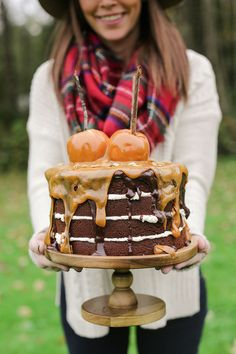 Beautiful Full Cake! - This autumn styled cake is perfect for Fall, Halloween, Harry Potter Parties and just to dive in an enjoy!