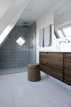 De 6 steps til opgradering af dit badeværelse - danmark lover Attic Bathroom, Laundry In Bathroom, Bathroom Bench, Bad Inspiration, Bathroom Inspiration, Wc Design, House Design, Interior Design, Fresco