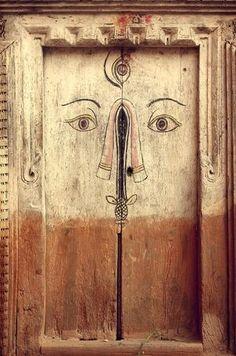 語りかけてくる 不思議な扉 *