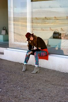 Courtney Kerr in Marfa, TX // want that hat. What Courtney Wore, Courtney Kerr, Ck Fashion, Autumn Fashion, Her Style, Cool Style, Prada Marfa, Street Smart, Style Watch