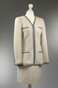 Chanel Auktion Lot 1: Chanel Kostüm aus der Spring Collection 1995, Größe 34. Mehr Informationen auf der Website.