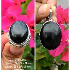 Liontin Plus Cincin Batu Giok Hitam Aceh ( Berkhasiat untuk Kesehatan ) Dimensi Batu Liontin : 38 x 28 x 14 Milimeter Dimensi Batu Cincin : 25 x 20 x 10 mm Diameter Ring : 9 dan 10 Jenis Ring : Titanium Ukir Bali Grade A  Spesifikasi :  Garansi Seratus Persen Batuan Alami Dapat Menggeser Touch Screen Crystal System : Monoclinic Colour : Light to Dark Form/Habit : Massive Hardness : 6,5 to 7,5 MoHs Lustre : Dull to Waxy Streak : Black Origin : Aceh  Karakteristik dan Sifat Giok Hitam Aceh…