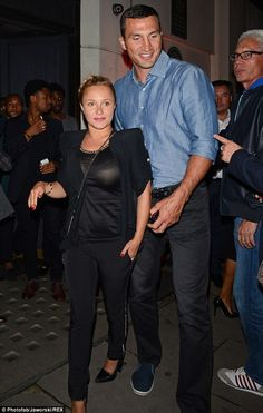 Pregnant Hayden Panettiere covered up for her latest outing in London with heavyweight boxer Wladimir Klitschko in a black cotton top http://dailym.ai/1oBuAMd