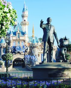 Goodmorning everyone half way thru the week already & I'm desperate for the weekend to come and hit the parks #disneyland #disney #disneyparks #flowers #sleepingbeauty #sleepingbeautycastle #disneylove #disneylandresort #disneyworld #disneyside #disneyobsessed #disneyfollow #happiestplaceonearth #dlr #instadisney #waltdisney #mickey #mickeymouse #wednesday #goodmorning by disneygoer_veee323