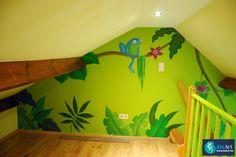 Muurschildering speels jungle tafereel in de zolderkamer on Lizart  https://lizart.be/wp-content/uploads/muurschilderingen-van-eigen-ontwerp/muurschildering-jungle-zolder.jpg