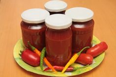 Kečup s cviklou Hot Sauce Bottles, Salsa, Pudding, Jar, Cooking, Desserts, Food, Red Peppers, Kitchen