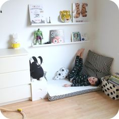 Le jardin de Juliette: gezellig leeshoekje, met beschrijving(how to. Ikea Hack Kids Bedroom, Teen Bedroom, Kids Room Design, Baby Room Decor, Reading Nook, Kid Spaces, Kids Decor, Kids Furniture, Kids And Parenting