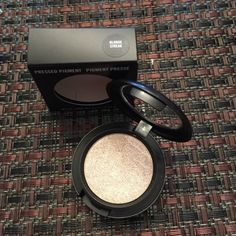 "Mac pigment ""Blonde streak"" new in box FIRM PRICE MAC Cosmetics Makeup Eyeshadow"