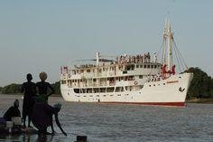 Fährschiff in St Louis, Senegal    Ferry in St. Louis, #Senegal    © Easyvoyage