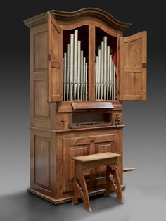 Pascoali Caetano Oldovini, Organ, c.1762. Chestnut wood case, boxwood & ebony keys, tin & organ metal. Meadows Museum Sculpture and Decorative Arts Collection.