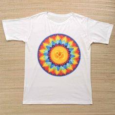 Camiseta unissex ॐ  Por R$ 3990  Compras no Whatsapp: 13982166299  #modaetnica #mandala #om #aum #ॐ