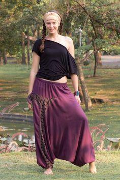 Calça Harem Púrpura Lindas, folgadas e autênticas das tribos de Mao e Hmong do Norte da Tailândia, Laos e Birmânia, essas calças trazem a tradição tailandesa e oriental em seu estilo. São produzidas a mão usando um tecido leve e macio. www.calcathai.com