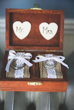 Rustic Burlap-Lined Ring Box | Amy Gauthier Photography |