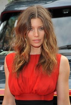 Red carpet hairstyle. Rocky messy hair - Jessica Biel. Celebrity Hairstyle.