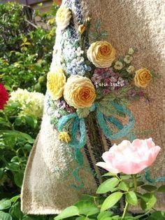 햄프 가방 : 네이버 블로그 Embroidery Motifs, Embroidered Clothes, Textile Art, Applique, Reusable Tote Bags, Textiles, Stitch, Rose, Flowers
