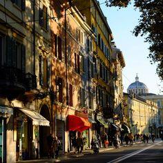 """""""Promenade"""" Giochi di luci in Via  Garibaldi Parma - Instagram by berenguez"""