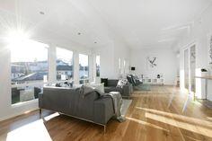 Lys og innbydende stue i vår flotte bolig Aurora.