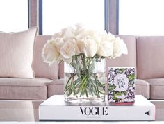 Wonderful Spring Home Decor for Table and Centre Pieces, Home Accessories, Wonderful Spring Home Decor for Table and Centre Pieces. Coffee Table Styling, Decorating Coffee Tables, Coffe Table, Home Decor Accessories, Decorative Accessories, Beach Accessories, Casa Feng Shui, Home Interior, Interior Design