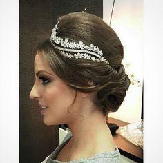 Penteado maravilhoso!!  Por @bitilher Para desfile de noivas no Ludovica Noivas! by subeautymaison http://ift.tt/25lQBHi
