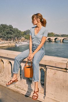 Spring Summer French girl style: Best French fashion brands to wear every day - Mode Rsvp French Girl Style, French Girls, Minimalist Outfit, Minimalist Fashion, Girl Fashion, Fashion Outfits, Fashion Tips, Fashion Hacks, Men Fashion