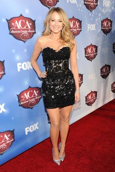 Red Carpet Rundown: The (Very Short) Best Dressed List Of The 2013 American Country Music Awards Jewel Singer, American Country Music Awards, Country Singers, Actress Feet, Red Carpet Dresses 2016, Hot Country Girls, Country Women, Body Hugging Dress, Most Beautiful Hollywood Actress