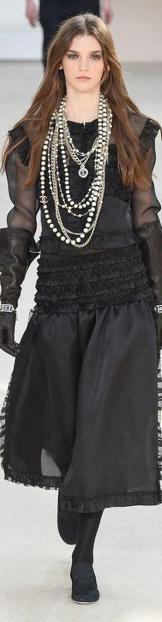 Chanel prêt-à-porter automne-hiver 2016-17 #Chanel #ChanelFallWinter2017  espridegabrielle.com #espritdegabrielle