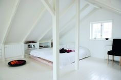 witte zolder, lijkt qua sfeer op onze mooie slaapkamer op Terschelling (sweet memories)