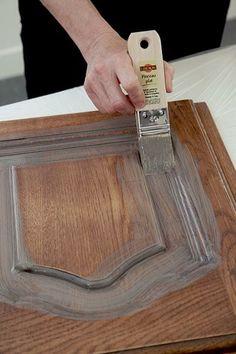 Le Badigeon Kitchen Furnishings Wooden paint that retains the Metal Wall Decor, Metal Wall Art, Large White Mirror, Diy Bedframe With Storage, Diy Esstisch, Roman Clock, Mirror Makeover, Diy Bed Frame, Metal Clock