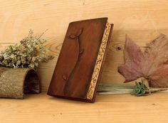 Marrón cuero diario / cuaderno de dibujo con la mano pintado de bordes, papel de…