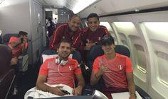 La Selección Peruana de Fútbol viajó rumbo a la ciudad de New Jersey, sede de su partido ante Colombia por los cuartos de final de final de la Copa América Centenario USA 2016. Los jugadores estuvieron de buen ánimo. June 13, 2016.