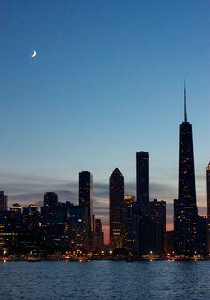 Chicago Skyline at night #travel #usa #honeymoon