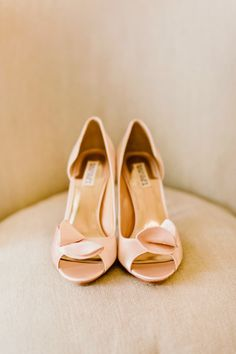 Blush shoes: http://www.stylemepretty.com/destination-weddings/2015/04/29/romantic-tuscany-villa-elopement/ | Photography: Facibeni Fotografia - http://www.photographertuscany.com/
